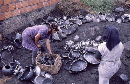 Fabrico do barro preto de Bisalhães, em Vila Real, foi esta terça-feira inscrito na lista do Património Cultural Imaterial Unesco.