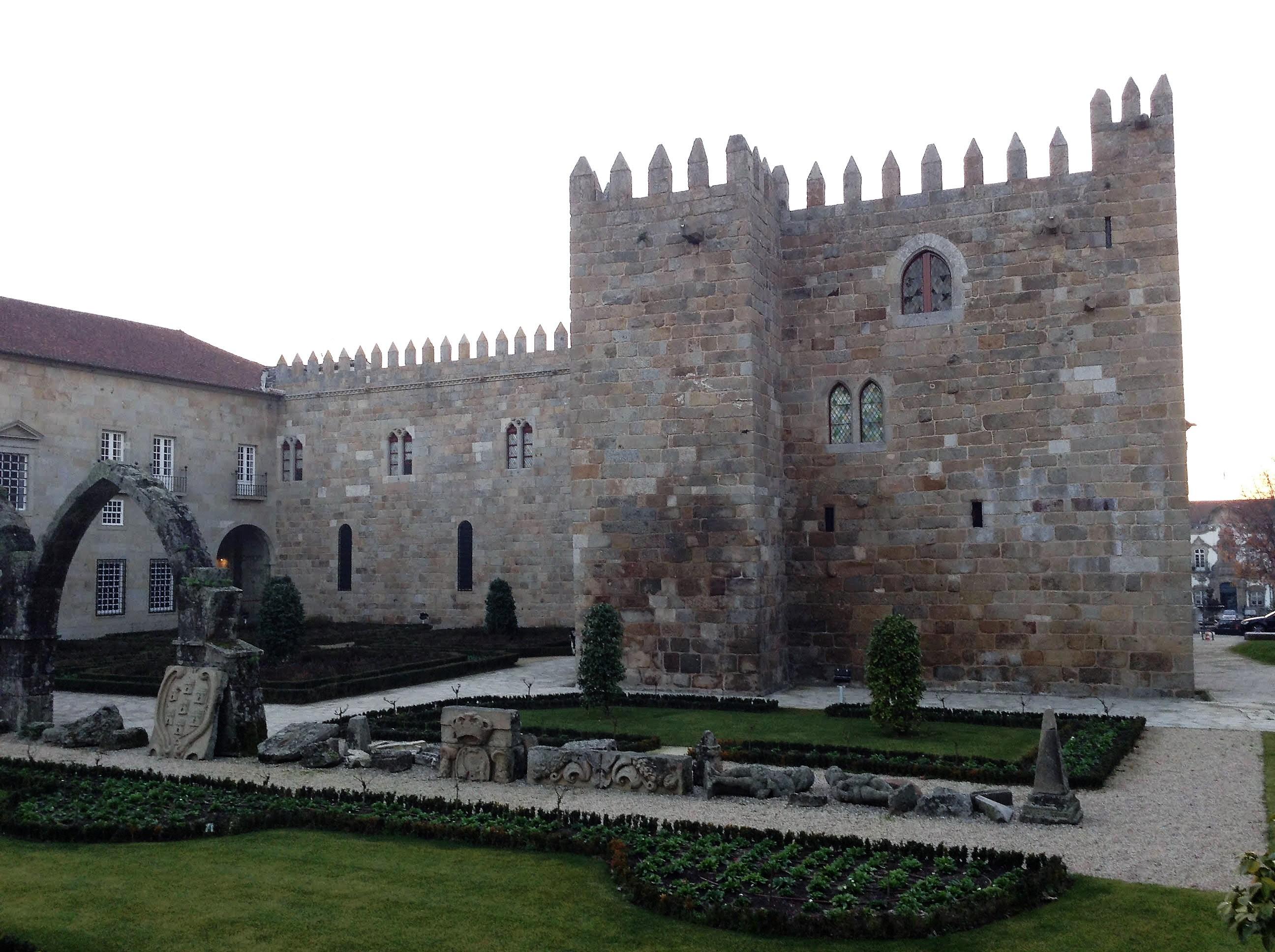 Palacio Arzobispal y Parque Sta. Barbara en Braga