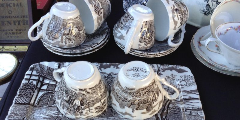 """Juego de café """"very English"""" de uno de los puestos del Mercadillo de Antigüedades de Vila"""