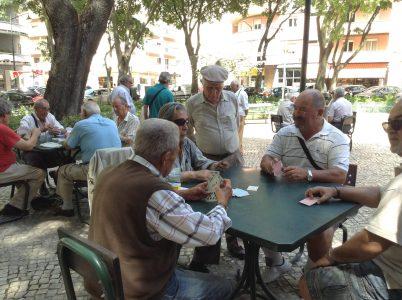 sueca juego cartas que se juega en los jardines lisboetas