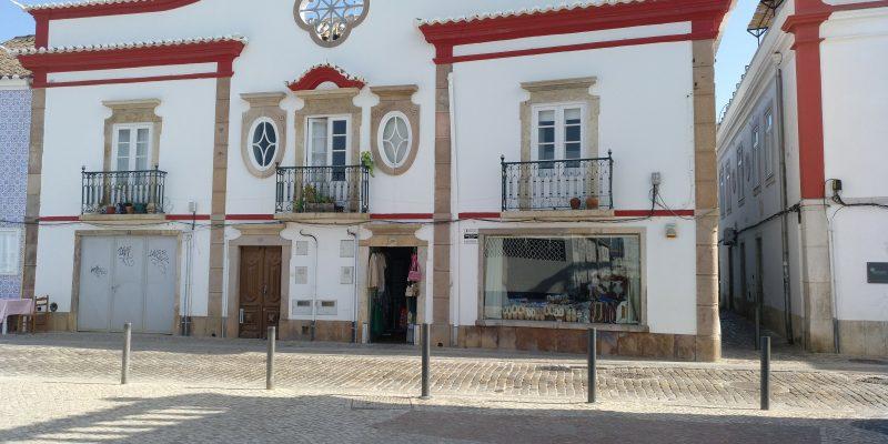 """""""Otro bonito edificio en la Rua José Pires Saldanha frente al Mercado da Ribeira"""""""
