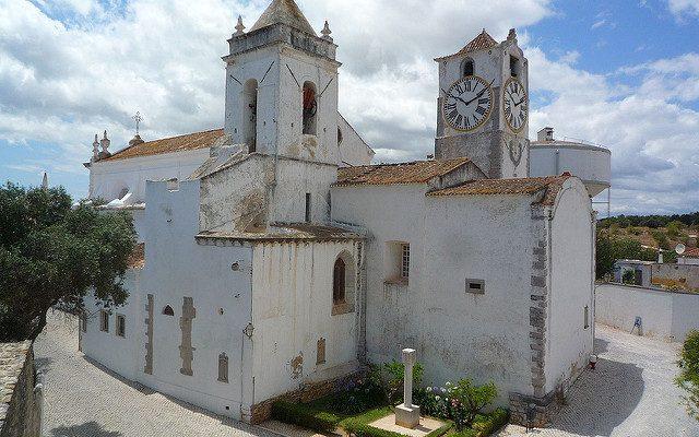 """Iglesia de Tavira frente al Parque"""