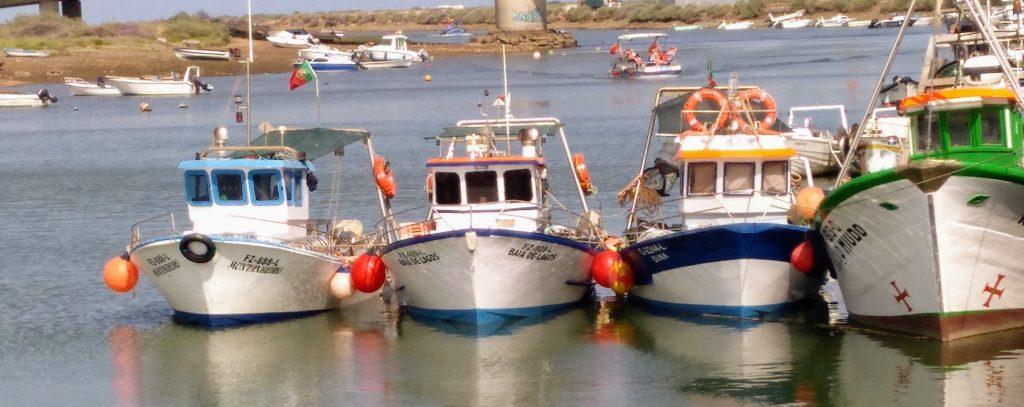 """""""Pequeñas embarcaciones de pesca tradicionales en el puerto de Tavira"""""""