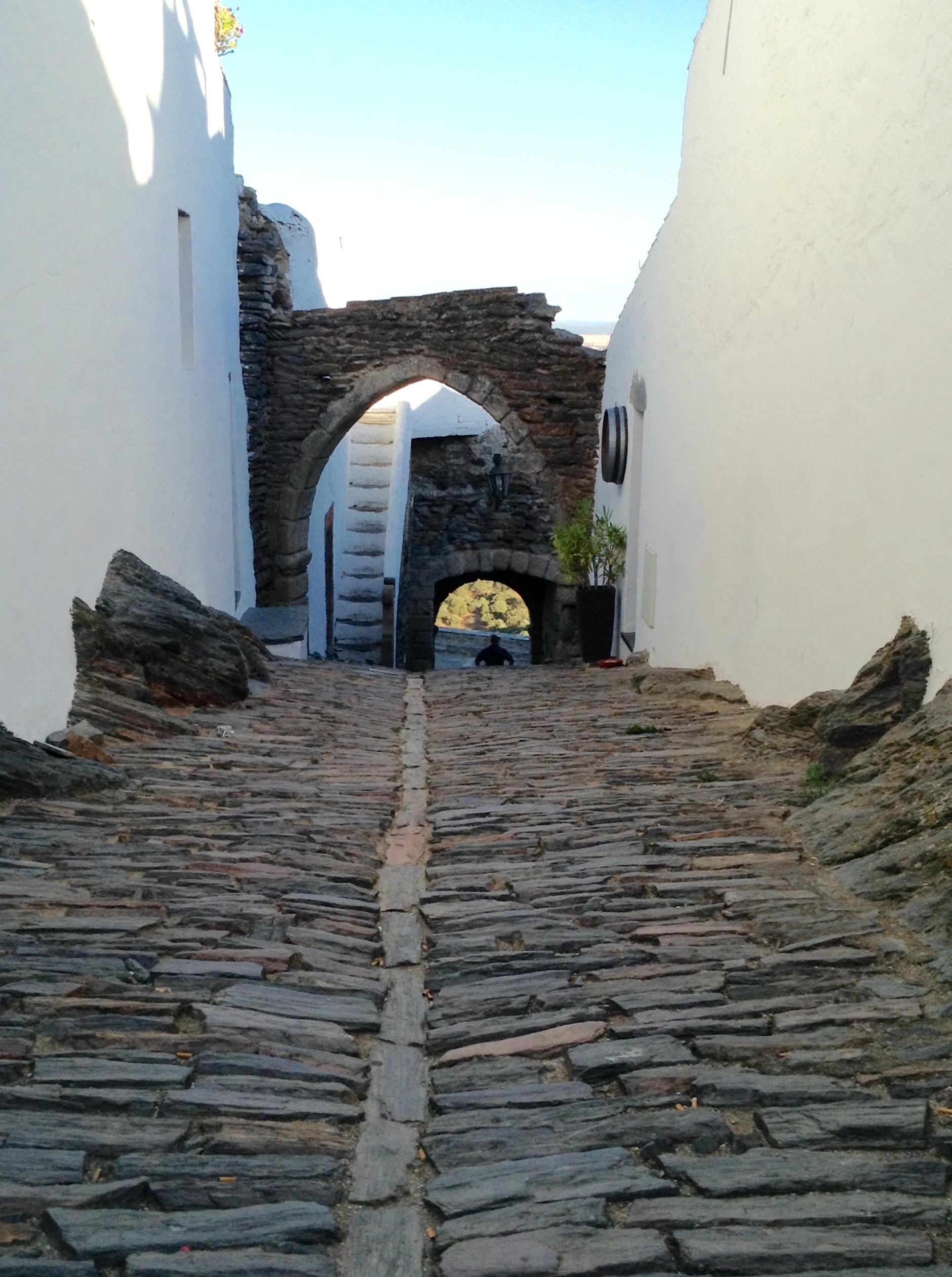 Calle empinada Monsaraz
