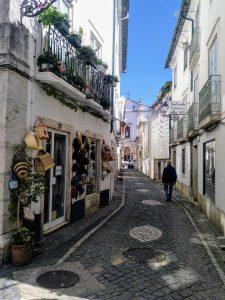 En esta pequeña tienda en la R. Barão Viamonte, 24 (Leiria) donde te aguardan bolsos de junco y sombreros