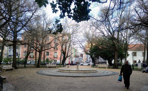 Plaza Amoreiras con Jardín Marcelino Mesquita frente al Museo Arpad Szenes