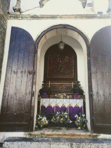 En Semana Santa las iglesias se decoran con flores y las pequeñas capillas exteriores se engalanan.Todo el sentimiento, pasión y fervor popular afloran en esta época del año convirtiendo Óbidos en un destino único para vivir sus tradiciones