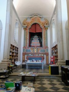 Óbidos Villa Literaria. En el interior de la Iglesia de Santiago