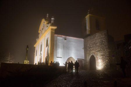 Iglesia Matriz de Santiago do Cacém junto a la entrada del espectacular Castillo Medieval