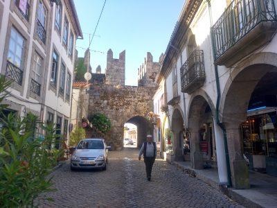 Cinturón de la muralla que aún rodea la antigua villa medieval de Trancoso